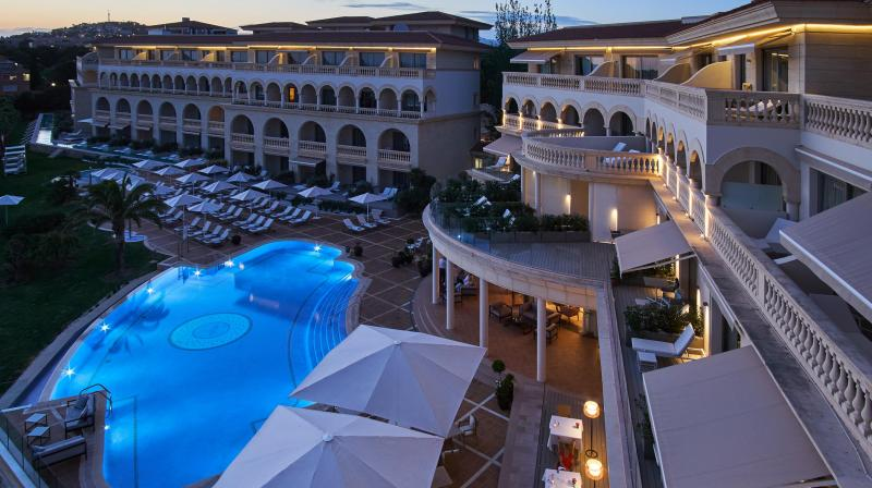 Hotel Iluminado Noche