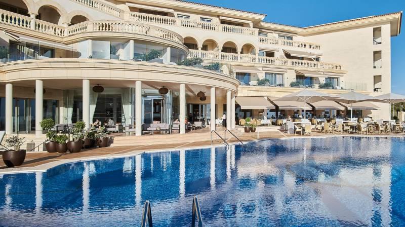 Hotel con piscina