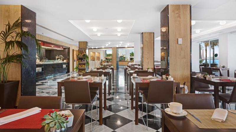 restaurante con vistas al mar playa de palma