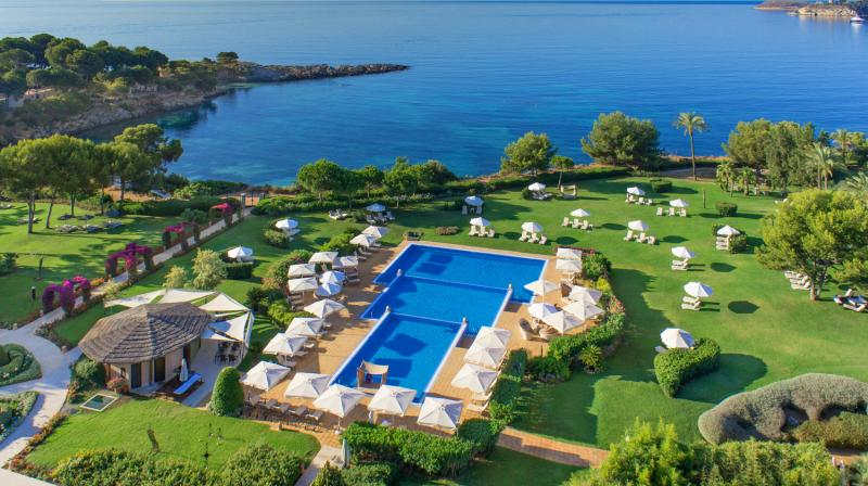 vista panoramica hotel con piscina