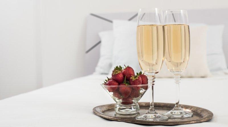chamoagne and strawberries