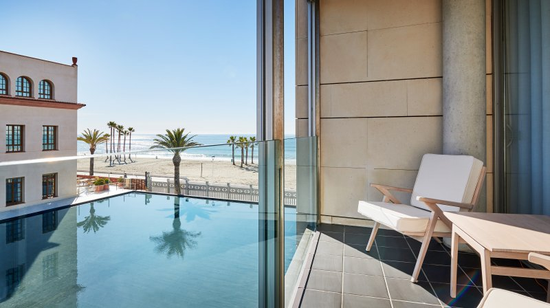 Double Deluxe room with terrace and lateral sea-views