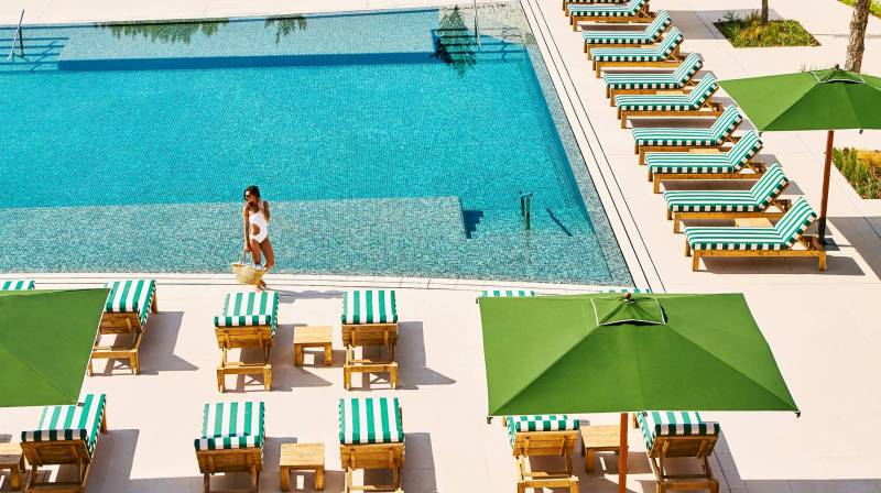 hotel camiral pool