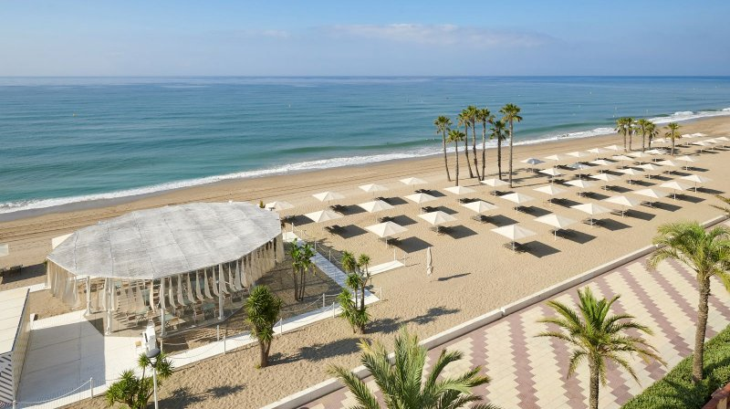 Seaside Beach Club of Le Meridien Ra coast