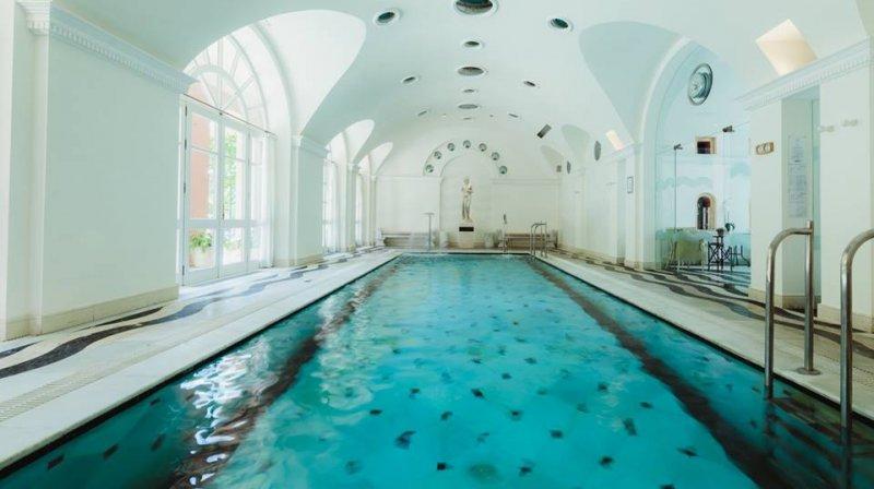 pool villa padierna