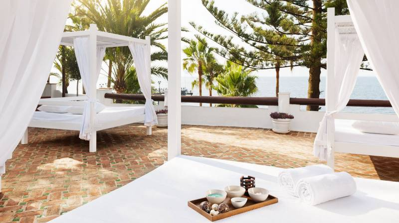 daybed marbella club