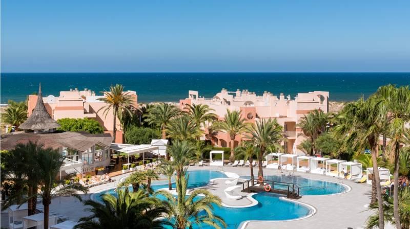 Alojamiento con cena y spa para dos en Oliva Nova Resort