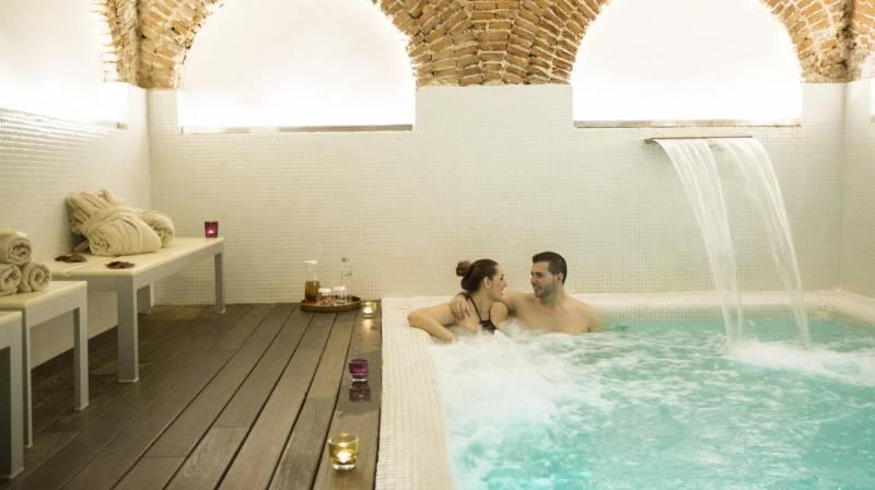 Romantic Spa Day with Massage, Cava & Chocolate for 2 at Hospes Amerigo