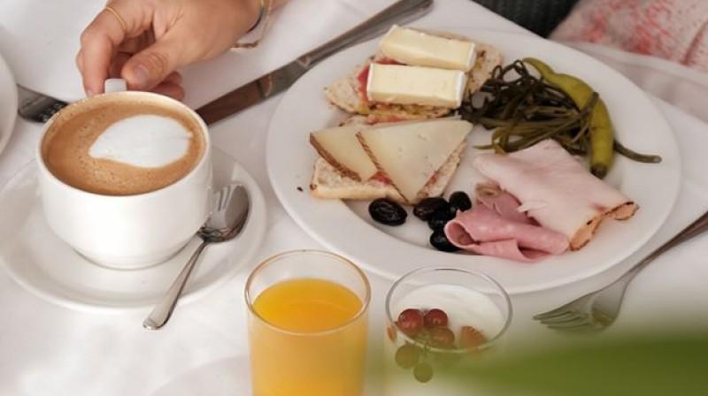 Buffet Breakfast at Paraíso Restaurant