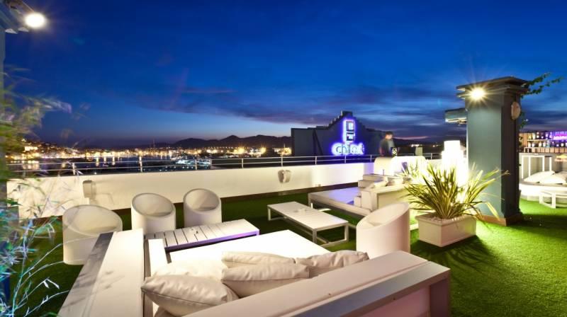 Taller de Pintura con Vino en OD Ocean Drive Ibiza