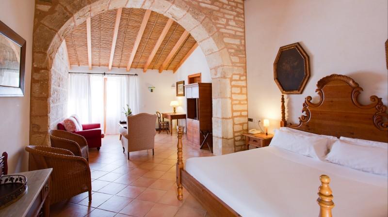 1-Night Stay in Suite, Gastronomic Menu & Breakfast in room