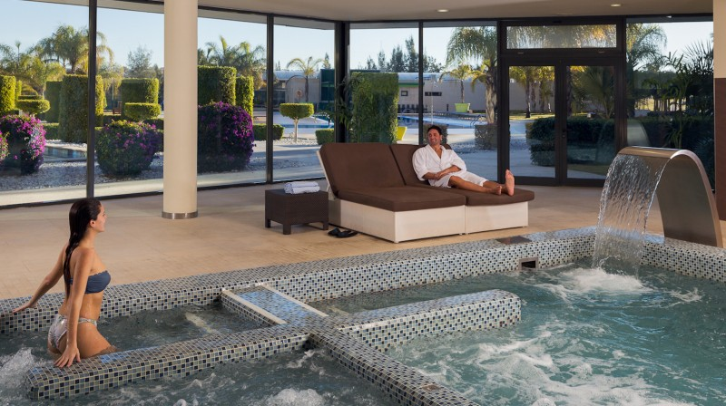 Romantic Getaway with Spa for two