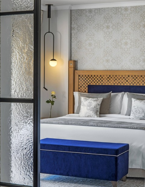 Accommodation, Breakfast & Dinner in the Ocean One Suite