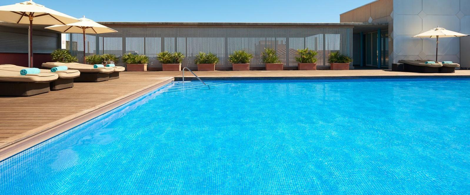 Outdoor Swimming Pool with Sea Views at Le Méridien Ra Beach Hotel & Spa
