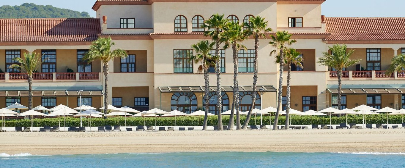 Exterior view from the sea of the Le Meridien Ra facade